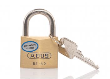 Padlock / simultaneous locking