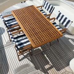 Mobiliario de madera de teca