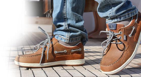 Bootsschuhe an Deck