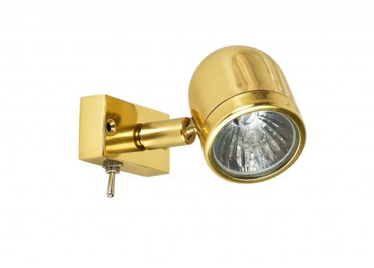 Hochwertiger Kajütstrahler aus massivem Messing, hochglanzpoliert. Mit praktischer Funktion: Der Leuchtkopf lässt sich drehen und schwenken –so ist eine genaue Ausrichtung des Lichtes möglich.