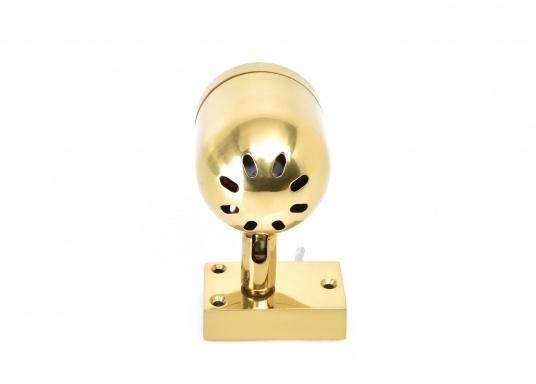 Hochwertiger Kajütstrahler aus massivem Messing, hochglanzpoliert. Mit praktischer Funktion: Der Leuchtkopf lässt sich drehen und schwenken –so ist eine genaue Ausrichtung des Lichtes möglich.  (Bild 6 von 9)