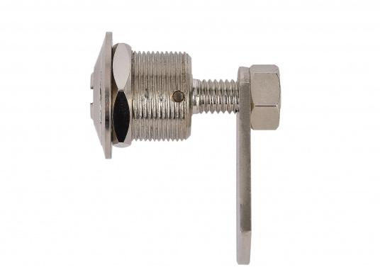 Drehverschluss aus Messing, verchromt. Mit kleinem Nutschlüssel zur Verriegelung. Maximale Einbaustärke (Materialdicke): 18 mm, Einbau-Ø: 20 mm.  (Bild 3 von 5)