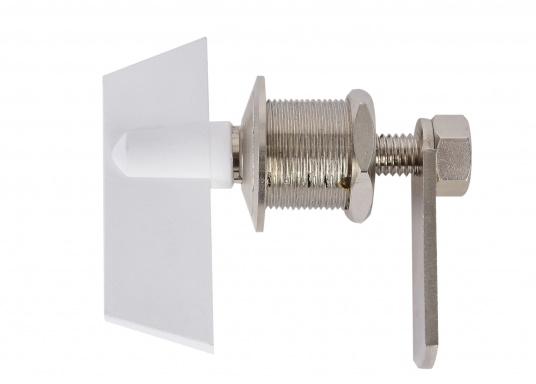 Drehverschluss aus Messing, verchromt. Mit kleinem Nutschlüssel zur Verriegelung. Maximale Einbaustärke (Materialdicke): 18 mm, Einbau-Ø: 20 mm.  (Bild 2 von 5)