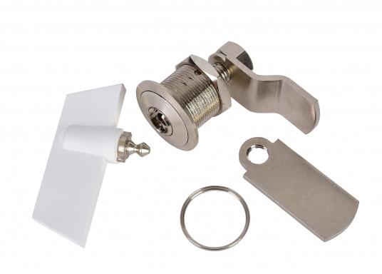 Drehverschluss aus Messing, verchromt. Mit kleinem Nutschlüssel zur Verriegelung. Maximale Einbaustärke (Materialdicke): 18 mm, Einbau-Ø: 20 mm.  (Bild 5 von 5)