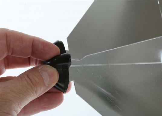 Zusammensteckbarer Radarreflektor aus Aluminium. Anbringung im Masttop oder im Achterstag möglich. Lieferbar in drei Größen.  (Bild 2 von 6)
