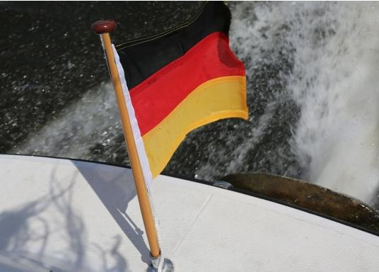 Germany flags made of sturdy, UV-resistant polyester. Can be washed at 95°C. Available in different sizes.  (Imagen 3 de 7)