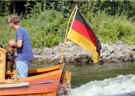 Germany flags made of sturdy, UV-resistant polyester. Can be washed at 95°C. Available in different sizes.  (Imagen 7 de 7)