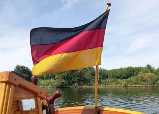 Germany flags made of sturdy, UV-resistant polyester. Can be washed at 95°C. Available in different sizes.  (Imagen 6 de 7)