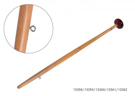 Hampe de pavillon en pinvernis avec pommeau en acajou. Termisaison basse cônique et disponible en plusieurs dimensions. Livrée sans pavillon.  (Image 2 de 6)