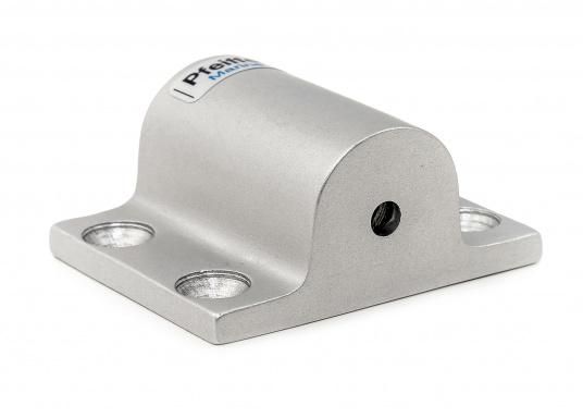 DieRohrhalter aus silber-eloxiertem Aluminiumdienen als Halterung für Sonnensegel, Verdecke und dergleichen. Die Abmessungen betragen 60 x 50 mm.Erhältlich in unterschiedlichen Ausführungen.