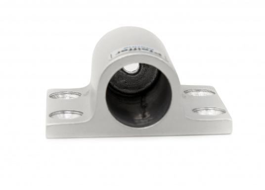 DieRohrhalter aus silber-eloxiertem Aluminiumdienen als Halterung für Sonnensegel, Verdecke und dergleichen. Die Abmessungen betragen 60 x 50 mm.Erhältlich in unterschiedlichen Ausführungen.  (Bild 2 von 3)
