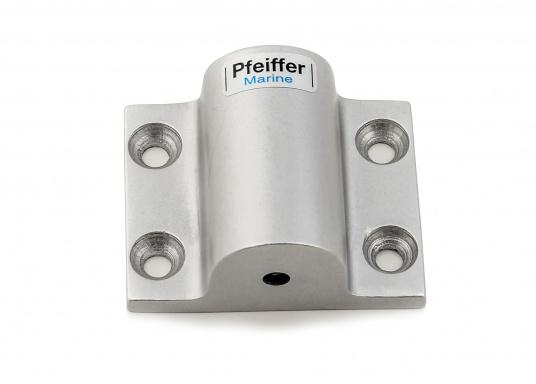 DieRohrhalter aus silber-eloxiertem Aluminiumdienen als Halterung für Sonnensegel, Verdecke und dergleichen. Die Abmessungen betragen 60 x 50 mm.Erhältlich in unterschiedlichen Ausführungen.  (Bild 3 von 3)