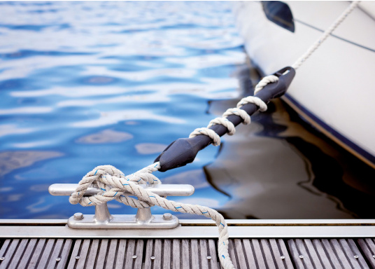 Schonen Sie Tau und Boot! Mit diesen Anlegefedern aus hochwertigem Kautschuk gelingt das ganz leicht: Stellen Sie einfach die gewünschte Härte der Dämpfung selber ein, indem Sie die Anzahl der Windungen des Tauwerks variieren. (Bild 2 von 2)