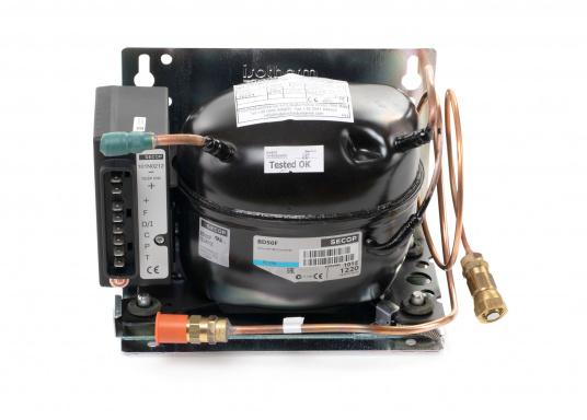 Das Isotherm-SP-Aggregat ist ein neues System, das direkt vom Außenwasser gekühlt wird. Dies bedeutet, dass die Kühleffektivität völlig unabhängig von der Lufttemperatur im Boot ist.