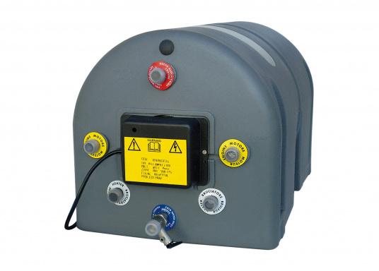 Innovative und ökonomische Wasserboiler speziell für den Wassersportbereich, mit 20 bis 60 Liter Volumen. Die Warmwasserbereitung nutzt die Abwärme des Kühlkreislaufs des Motors oder die Land-Stromversorgung bzw. einen Generator.  (Bild 3 von 3)