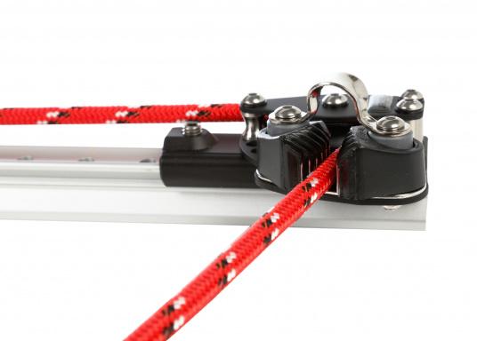 Kontroll-Endstücke mit einer Umlenkrolle und Servo-Klemme, passend für die X-Schiene der Größe 1. Die Endstücke können ganz einfach auf die Schiene aufgeschoben und mit einem Innensechskant-Gewindestift gesichert werden. Ausführung:rechts.  (Bild 3 von 5)