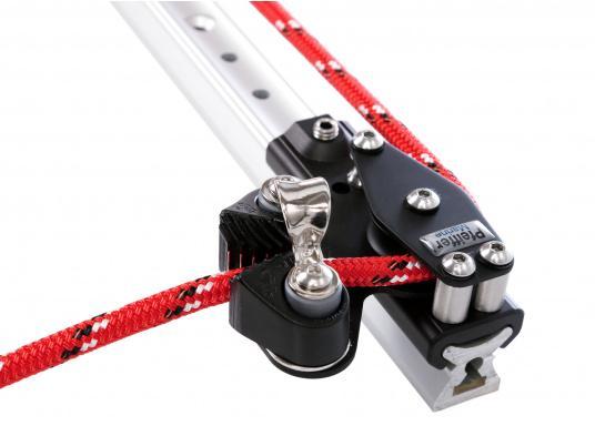 Kontroll-Endstücke mit einer Umlenkrolle und Servo-Klemme, passend für die X-Schiene der Größe 1. Die Endstücke können ganz einfach auf die Schiene aufgeschoben und mit einem Innensechskant-Gewindestift gesichert werden. Ausführung:rechts.  (Bild 5 von 5)