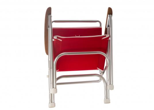Stabil, korrosionsfest, praktisch zusammenklappbar und natürlich mit hohem Sitzkomfort! Decksstuhl aus solidem, seewasserbeständigem Alurohr mit Armlehnen aus Holz. (Bild 2 von 5)