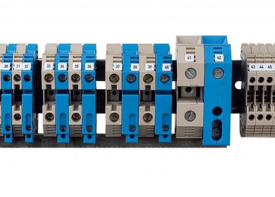 Sorgen Sie für Ordnung im Verteilerschrank! Diese Reihenklemmen bieten funktionelle Perfektion bis ins Detail und sind unabdingbarer Bestandteil einer zuverlässigen und sicheren Elektroinstallation an Bord. Lieferbar in verschiedenen Größen.  (Bild 2 von 12)