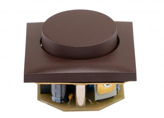 Passend für die Berker-Serie ist ein stromsparender Gleichspannungsdimmer mit speziellen Schutzfunktionen für Halogenlampen lieferbar. Max. Belastbarkeit 60 Watt.  (Bild 2 von 5)