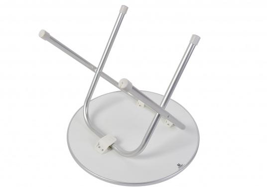 Stabil und schick! Der klappbare Deckstisch ist mit einer Tischplatte mit hochwertiger Melamin-Beschichtung und maritimem Dekor ausgestattet. Lieferbar in verschiedenen Größen und Formen. (Bild 3 von 4)