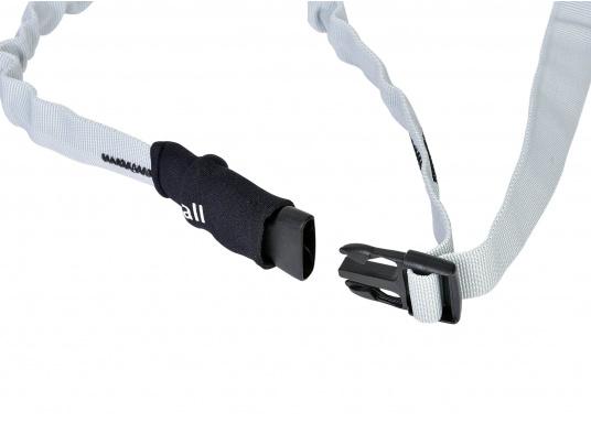 Sicher eingebunden! Das 25 mm breite Gurtband ist in der Länge verstellbar –hervorragend zum sicheren einbinden von Segeln. Lieferbar in 3 unterschiedlichen Größen. Packungsinhalt: 3 Stück. (Bild 2 von 3)