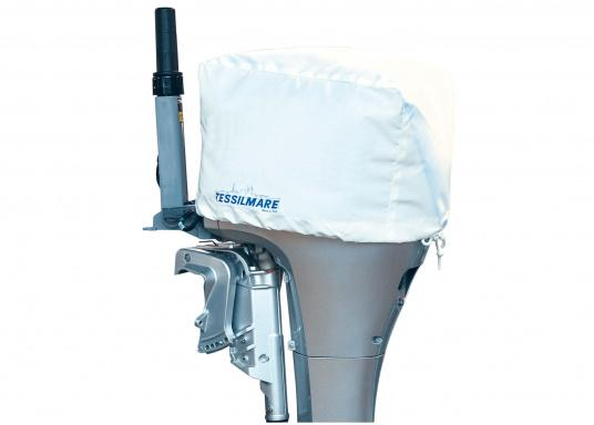 This lightweight protective cover prevents your outoboard engine against dirt and water.Available in 5 different sizes.