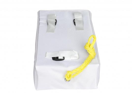 Harnais de récupération d'homme à la mer comprenant un gilet, une ligne et une ceinture. Ce système permet de remonter à bord une personne d'un poids supérieur au votre.  (Image 4 de 4)