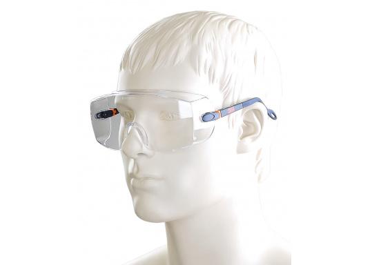 """Komfortabler Schutz garantiert! Diese Schutzbrille lässt sich individuell anpassen und kann sogar von Brillenträgern über der """"normalen"""" Brille getragen werden."""