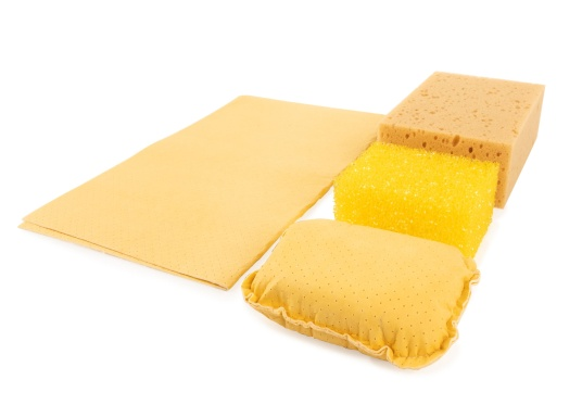 Schwammset:    1 Schwamm  1 harten Putzschwamm  1 Wisch/Trocken-Kissen  1 Fenstertuch