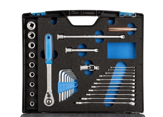 Gerüstet für alle Fälle –mit diesem Werkzeugkoffer haben Sie alles immer sofort griffbereit!Alle 47 verchromten GEDORE Vanadium-Werkzeuge sind gut eingeordnet und fest eingeklemmt. (Bild 5 von 8)