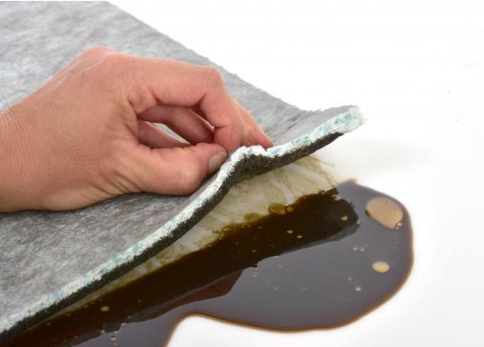 Das Eversoak-Ölbindetuch sollte in keiner Werkstatt fehlen! Es ist hoch saugfähig und bietet eine schnelle und restlose Aufnahme von dünn- und dickflüssigen Stoffen ohne Nachtropfen. Feuerhemmend, Klasse A. Größe: 36 x 48 cm. (Bild 3 von 4)