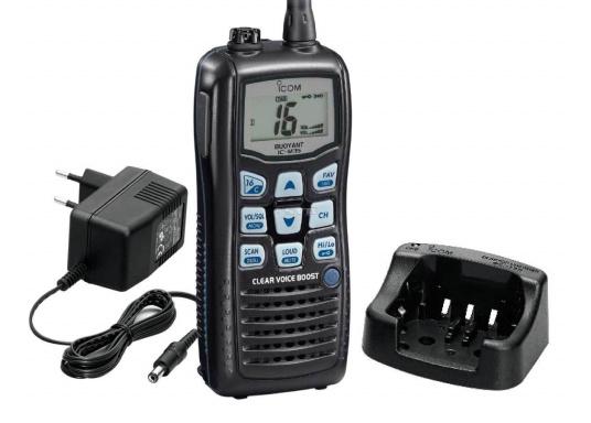 Das UKW-Handfunkgerät IC-M35 setzt auf gute Verständlichkeit und klare Sprache. Die flache Bauweise und die großen Tasten sorgen für eine angenehme Handhabung.   (Bild 2 von 3)