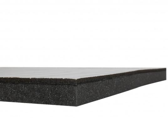 Ces panneaux constituent une solution d'isolation acoustique optimum pour les compartiments moteur. Ils sont constitués d'une mousse à base de polyether recouverte d'aluminium. Deux modèles sont disponibles.  (Image 6 de 7)