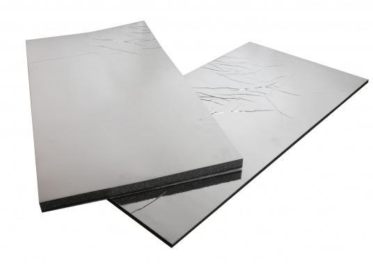 Ces panneaux constituent une solution d'isolation acoustique optimum pour les compartiments moteur. Ils sont constitués d'une mousse à base de polyether recouverte d'aluminium. Deux modèles sont disponibles.  (Image 4 de 7)