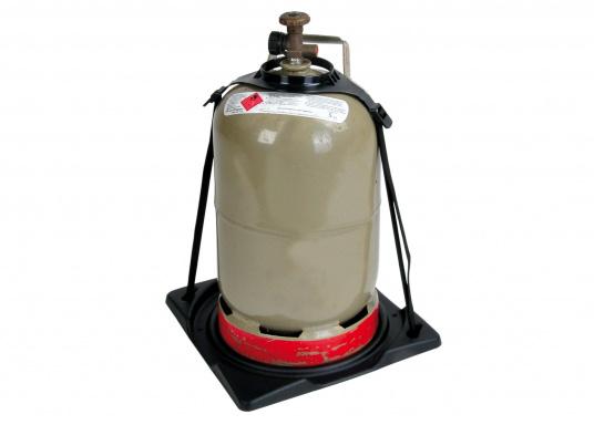 So steht Ihre Gasflasche sicher! Der Gasflaschenhalter dientzur Befestigung von Gasflaschen mit 5 kg oder 11 kg am Boden. Lieferung inklusive Befestigungsgurt. Material: Kunststoff.