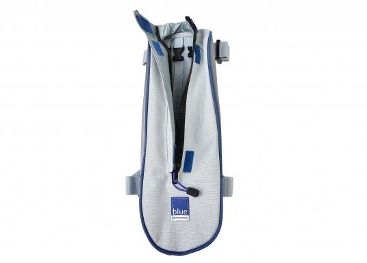 Mast-Tauwerktasche zur direkten Montage am Mast. Ausgestattet mit eingearbeitetem Netz am Boden für den Wasserabfluss. Einfache Befestigung mit Velcro-Spanngurten auf der Rückseite. (Bild 3 von 5)