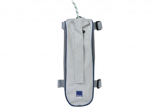 Mast-Tauwerktasche zur direkten Montage am Mast. Ausgestattet mit eingearbeitetem Netz am Boden für den Wasserabfluss. Einfache Befestigung mit Velcro-Spanngurten auf der Rückseite.