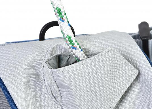 Mast-Tauwerktasche zur direkten Montage am Mast. Ausgestattet mit eingearbeitetem Netz am Boden für den Wasserabfluss. Einfache Befestigung mit Velcro-Spanngurten auf der Rückseite. (Bild 2 von 5)