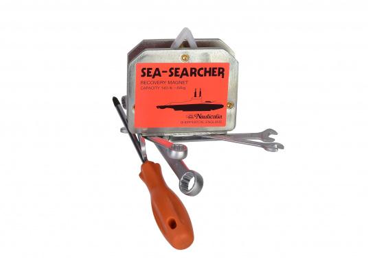 Ihnen ist ein Schlüssel ins Wasser gefallen? Kein Problem für den SEA SEARCHER: Der Suchmagnet holt versunkene Stahlteile wie Werkzeuge, Schlüssel oder ähnliches mühelos aus dem Wasser. (Bild 2 von 3)