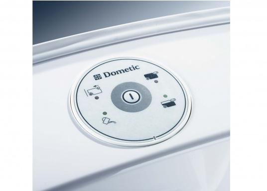 Komfort wie zu Hause! Die leichtgewichtigeKeramiktoilette bietet mehr Bewegungsfreiheit. Der Sitz lässt ichin beide Richtungenum bis zu 90° verstellen. Erhältlich mit oder ohne 7 Liter Tank. (Bild 5 von 6)