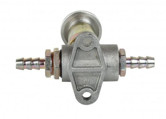 Robuste Handförderpumpe zum Befüllen und Entlüften der Leitung zwischen Tank und Motor. Mit der Diesel-Handförderpumpe vermeiden Sie, dass Ihr Motor Luft ansaugt. (Bild 2 von 2)