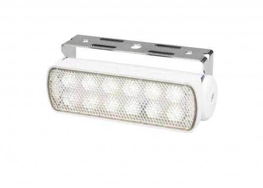 Der breitstrahlende, mit Präzisionsoptik ausgestattete LED Scheinwerfer eignet sich besonders für den Einsatz im Nahbereich, in Cockpits und auf Deck. Erbietet eine beachtliche Lichtstärke bei sehr geringer Leistungsaufnahme.