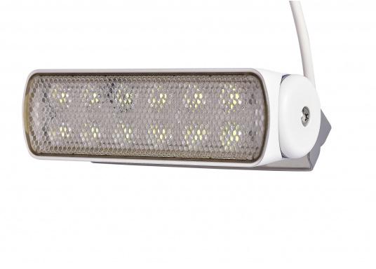 Der breitstrahlende, mit Präzisionsoptik ausgestattete LED Scheinwerfer eignet sich besonders für den Einsatz im Nahbereich, in Cockpits und auf Deck. Erbietet eine beachtliche Lichtstärke bei sehr geringer Leistungsaufnahme. (Bild 3 von 8)