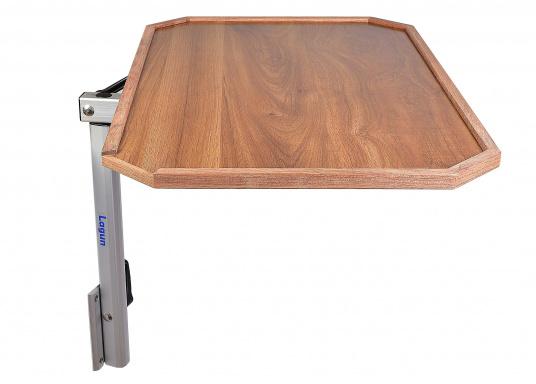 Eine praktische Lösung! Diese Konstruktion bietet variable Möglichkeiten: Der Tisch lässt sich heben und senken und ist dreh- und schwenkbar. Er ist platzsparend und leicht zu montieren. Erhältlich in verschiedenen Ausführungen.  (Bild 7 von 7)