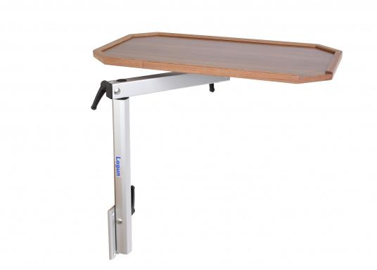 Eine praktische Lösung! Diese Konstruktion bietet variable Möglichkeiten: Der Tisch lässt sich heben und senken und ist dreh- und schwenkbar. Er ist platzsparend und leicht zu montieren. Erhältlich in verschiedenen Ausführungen.