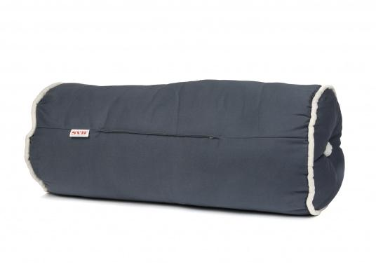 Kapok bolsters, ideal for use on board. The material is floatable, quick-drying, easy-cleaning and durable.