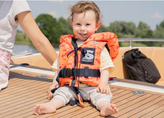 Diese hochwertige Baby- und Kinderfeststoffweste wird den speziellen Anforderungen von Kindern gerecht. Sie ist fürYacht- und Fahrtensegeln,Motorboot, Regatta (Jollensegeln) und Rudern geeignet. Lieferbar in verschiedenen Größen.  (Bild 2 von 6)