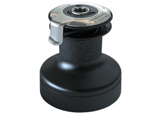 Les winchs self tailing LEWMAR EVO® sont le fruit de longues années d'expérience. De haute qualité, ils sont confortables à utiliser et leur maintenance ne requiert aucun outil. Poupée en aluminium anodisé noir.