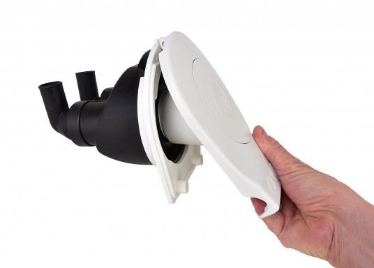 Diese Bilgepumpe kann einfach und schnell montiert werden und passt dank ihrer kompakten Größe und des geringen Gewichts auch in kleine Boote bzw. benötigt wenig Platz.  (Bild 4 von 5)